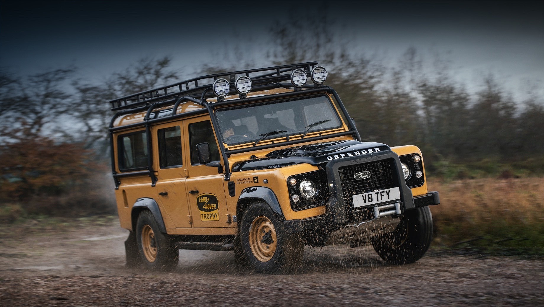Land Rover Defender Works V8 Trophy напомнил о марафоне Camel